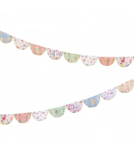 English Garden Scallop Garland